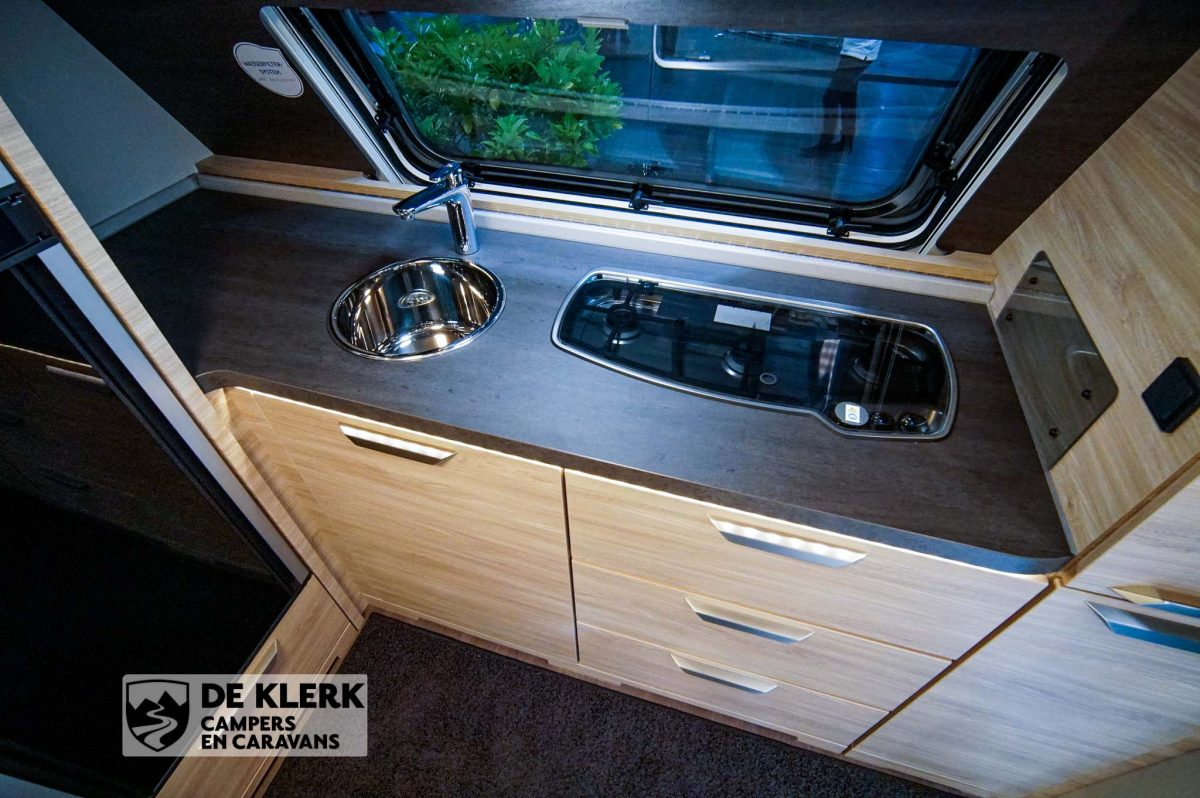 Knaus sudwind 650 PXB keukenblad