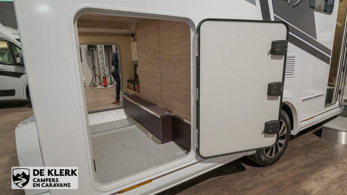 De garage in de Knaus Van Ti Plus MAN
