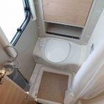Toilet en douche in de Dethleffs Nomad 490 BLF