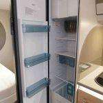 De 142 liter koelkast in de Dethleffs caravan.