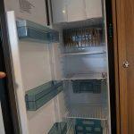 De 142 liter koelkast in de Dethleffs C'Joy 420 QSH