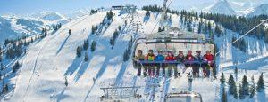 Skilift in Brixem Im Thale tijdens het winterkamperen.